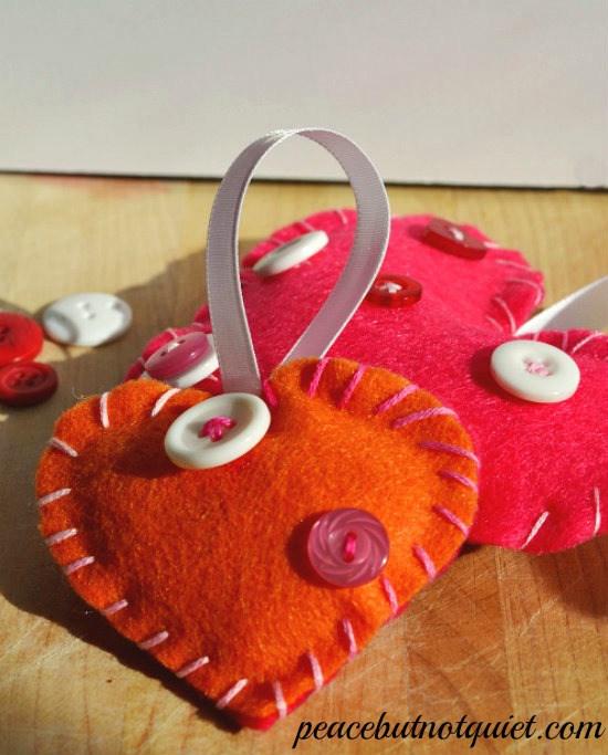 felt button heart craft