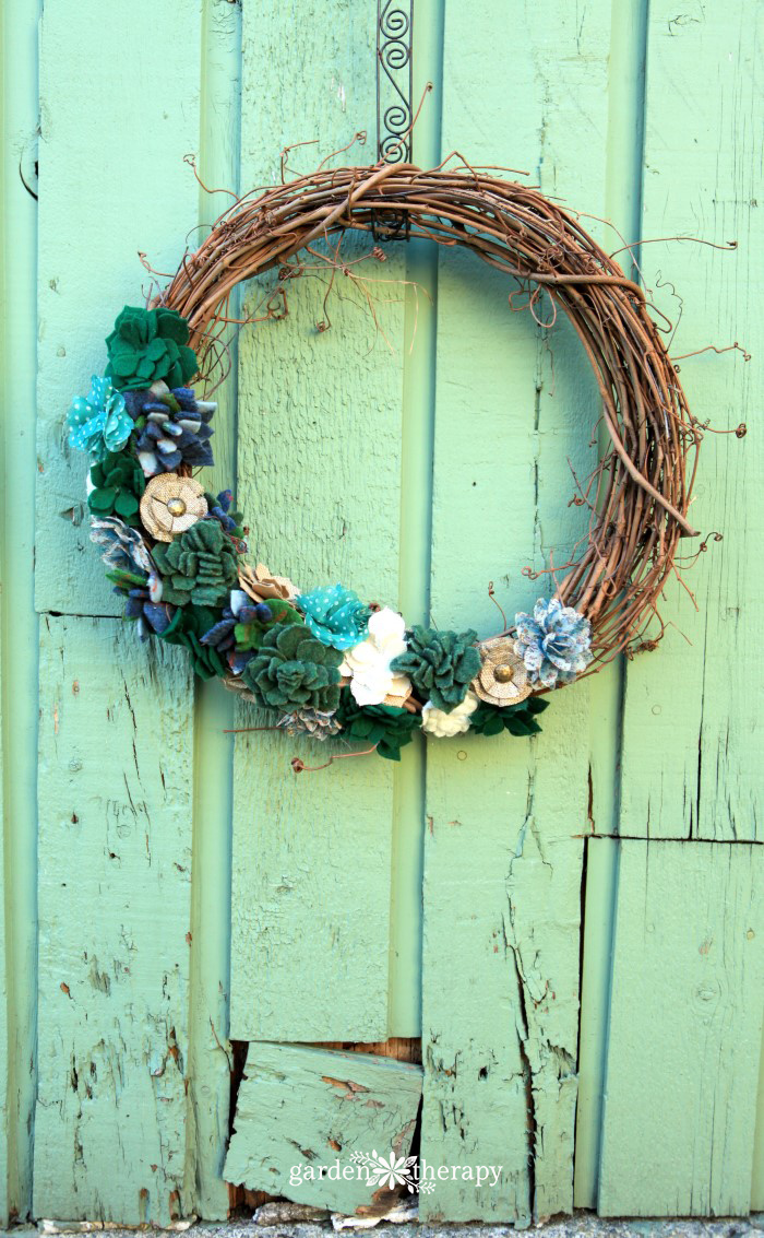 Felted-Succulent-Wreath-DIY-Tutorial_ARJdfj